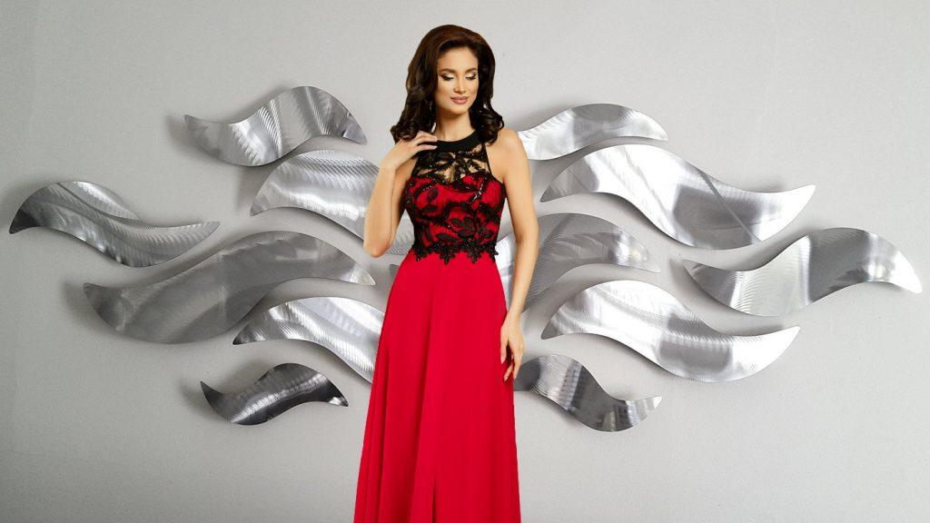 Το πιο εντυπωσιακό κόκκινο φόρεμα αυτής της σεζόν.