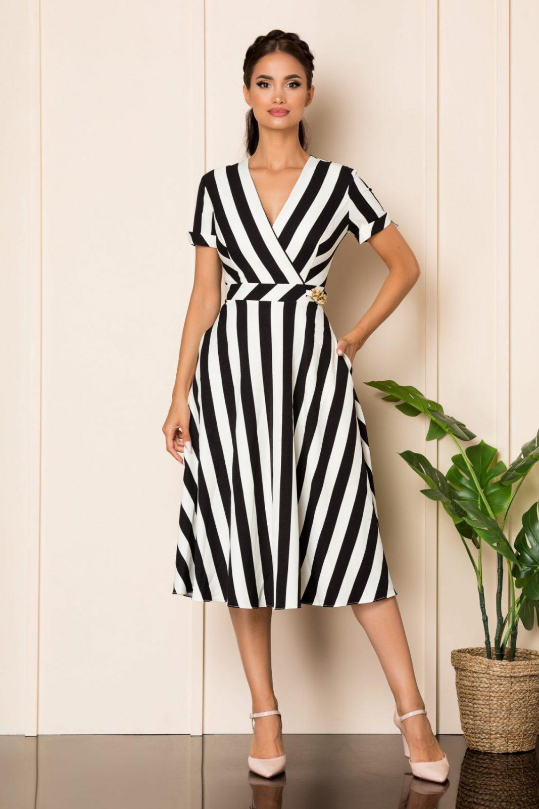 Μίντι Κρουαζέ Φόρεμα Με Μαύρες Ρίγες Medana A825 1