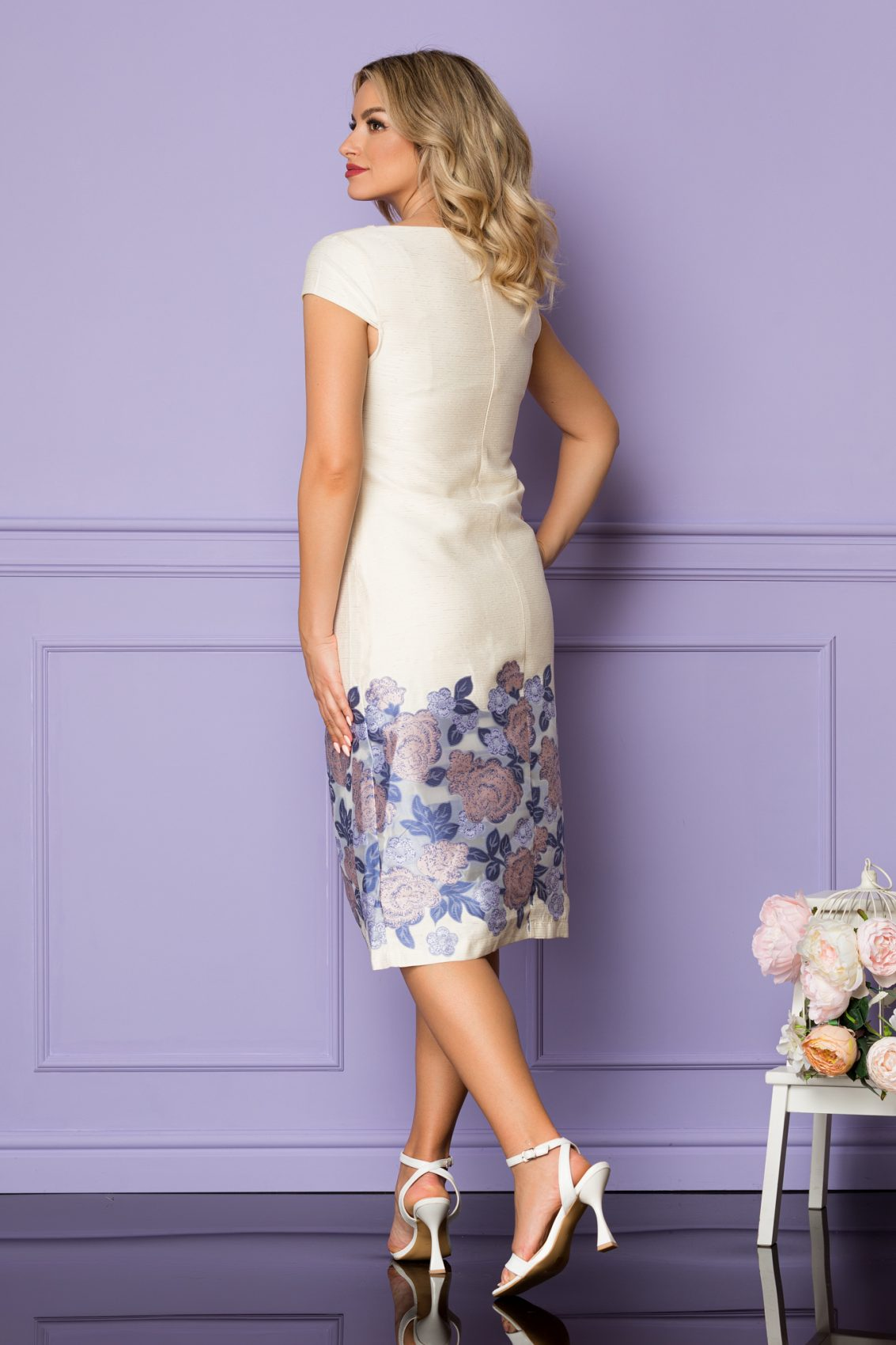 Ιβουάρ Μίντι Φόρεμα Με Μπλε Λουλούδια Tarra A1111 2